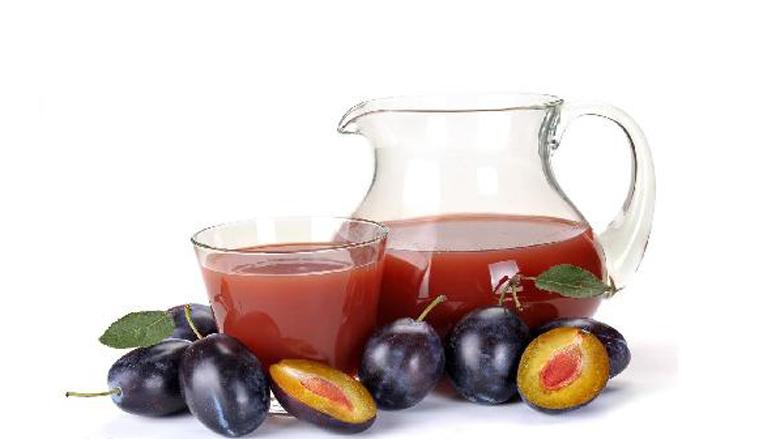 Lëngu i kumbullave si kura më e mirë natyrale kundër kancerit të zorrëve