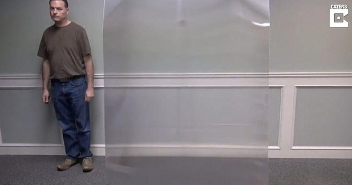 """Photo of """"Pelerina e padukshme"""", materiali që i bën objektet dhe njerëzit të jenë të padukshëm"""
