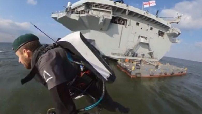 Me pajisje të veçantë fluturoi nga njëra anije në tjetrën