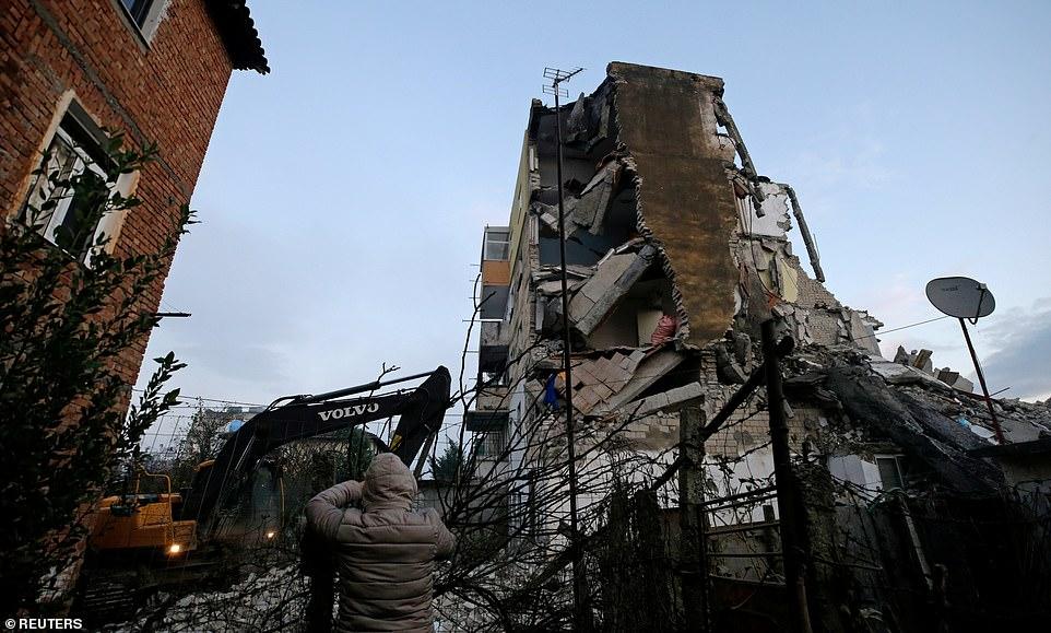 Ministria e Shëndetësisë: Arrin në 15 numri i viktimave dhe 600 të plagosur nga tërmeti në Shqipëri