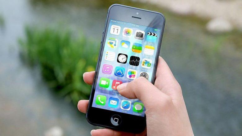 """Një në katër të rinj kanë varësi nga smartphonet – vajzat e reja """"viktimat më të mëdha""""!"""