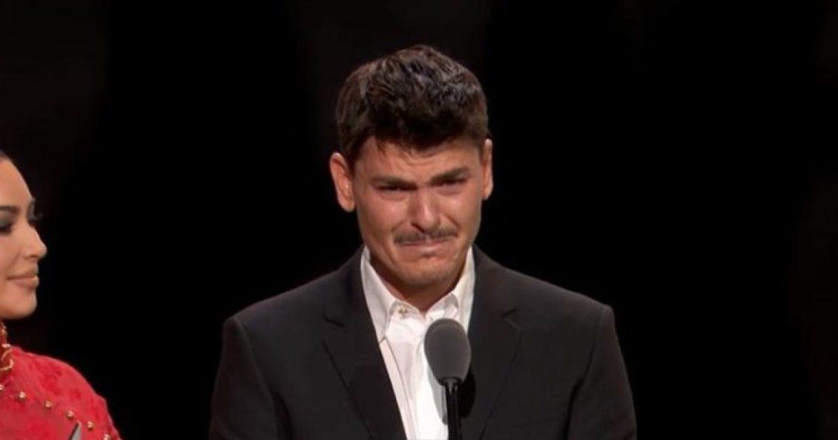Photo of Fjalimi emocional i grimerit Mario: Sot, për herë të parë qëndroj me shumë krenari si 37-vjeçar 'gay'