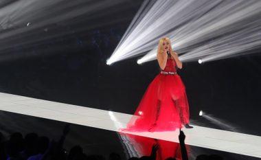 Krenoi shqiptarët me paraqitjen e saj fantastike në MTV EMA, Ava Max: Zemra ime ishte gati të plaste nga dashuria që më dhatë