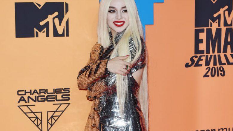 Ava Max në tepihun e kuq në MTV EMA (Foto: Kate Green/Getty Images for MTV/Guliver)