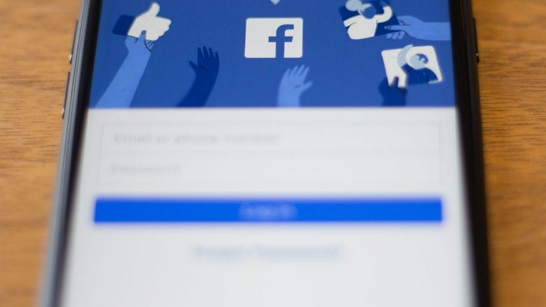 Facebook do të paguajë deri në 550 euro, vetëm për të marrë opinionin e një përdoruesi