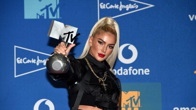 """Loredana Zefi me çmimin """"Performuesja më e mirë zvicerane"""" në MTV Europe Music Awards (Foto: Kate Green/Getty Images/Guliver)"""