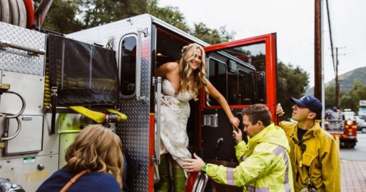 Photo of Edhe pse limuzina ishte bllokuar nga një aksident në trafik, nusja nuk mbeti pa shkuar në dasmë – për këtë u përkujdesën zjarrfikësit