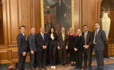 Oda Ekonomike Amerikane takon senatorët dhe kongresistët amerikanë, flasin për mundësitë e investimeve në Kosovë