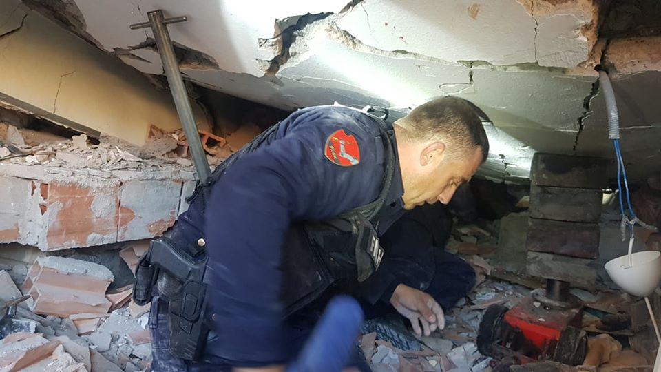 Forcat e RENEA-s po shpëtojnë të bllokuarit nga tërmetet
