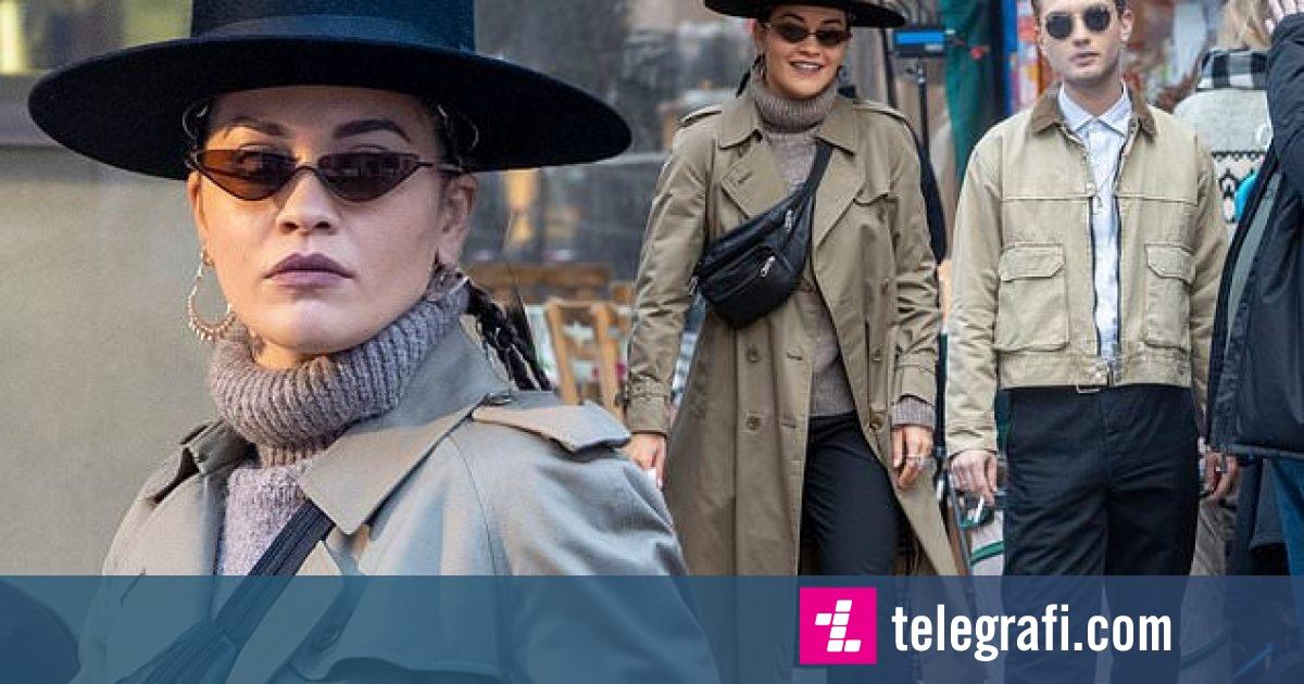 """Photo of Rita Ora duket elegante me pallto dhe kapele në kokë, ndërsa vazhdon xhirimet e filmit """"Twist"""""""