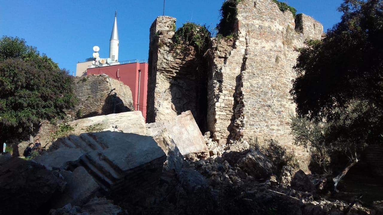 Tërmeti shemb dhe dëmton kalatë në Durrës, Krujë dhe Prezë
