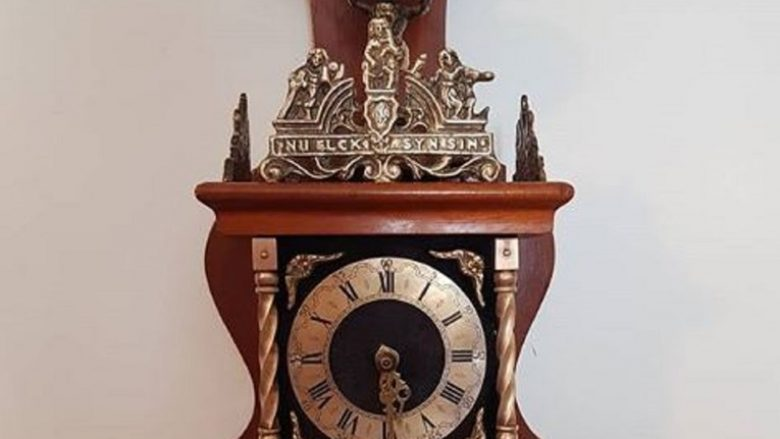 Bleu orën e vjetër të murit në treg, gjermani habitet kur brenda i gjen 50 mijë marka