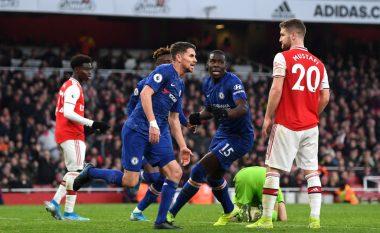 Chelsea triumfon me përmbysje në derbin e tensionuar ndaj Arsenalit