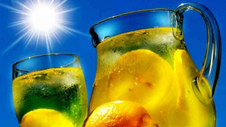 Eliksiri i mëngjesit me limon – jua largon toksinat dhe e shpejton metabolizmin