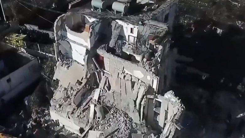 Thumana disa ditë pas tërmetit