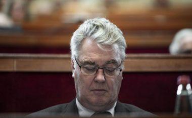 Dorëhiqet 'zotëria i pensioneve', por Franca mbetet në kaos nga grevat