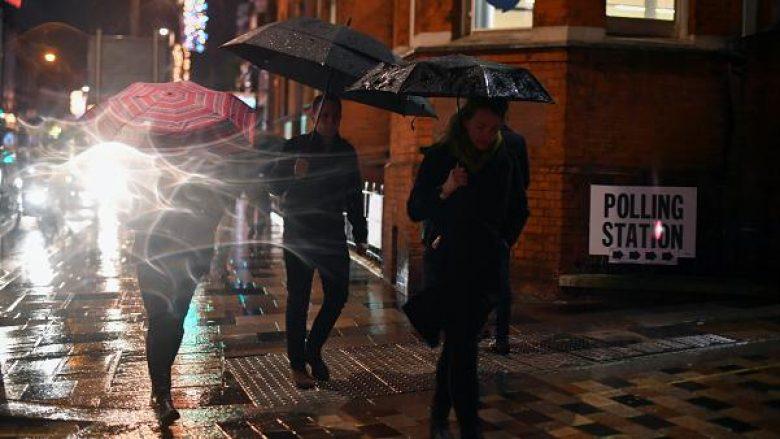 Gazetari i Euronews tregon se pse puna e një reporteri nuk është edhe aq interesante – sidomos gjatë zgjedhjeve të dimrit në Britani