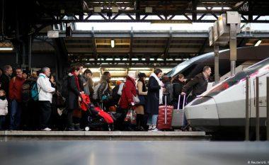 Paralizohet Franca nga greva e punëtorëve të hekurudhës