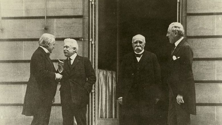 Katërshja e Madhe në Konferencën e Parisit, më 27 maj 1919: kryeministri britanik David Lloyd George, kryeministri italian Vittorio Emanuele Orlando, kryeministri francez Georges Clemenceau dhe presidenti amerikan, Woodrow Wilson (nga e majta në të djathtë)