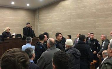"""Shpallen fajtorë dhe dënohen me burg të akuzuarit në rastin """"Syri i Popullit"""", tensione në sallë"""