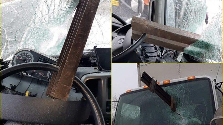 """Trau gjigant prej çeliku i shkatërron xhamin e kamionit – shoferin nga vdekja """"e ndau"""" vetëm timoni!"""