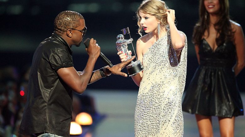 Kanye West dhe Taylor Swift në MTV VMA, 2009 (Foto: Christopher Polk/Getty Images/Guliver)