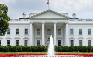 Kriza e Coronavirusit, udhëheqësit në SHBA nënshkruajnë shumën prej 2 trilionë dollarësh për të shpëtuar ekonominë