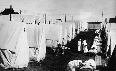 """""""Mbyllja gjatë Gripit të vitit 1918"""" në fakt ishte zgjidhja më e mirë për rritjen ekonomike pas pandemisë, sipas studiuesve të Rezervës Federale"""