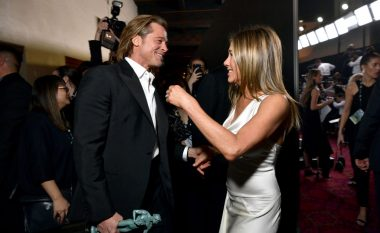Gjatë takimit të sivjetmë me Brad Pittin, Jennifer Aniston vuri në gisht unazën 500 mijë dollarëshe që ai ia kishte dhuruar për fejesë