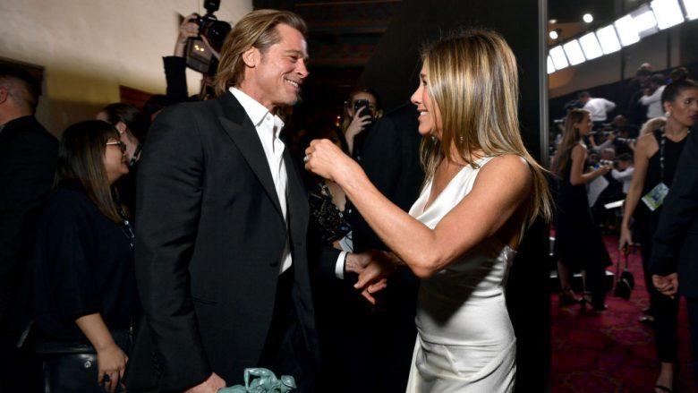 Brad Pitt dhe Jennifer Aniston gjatë ritakimit të tyre në Screen Actors Guild Awards, 19 janar 2020 (Foto: Emma McIntyre/Getty Images for Turner/Guliver)