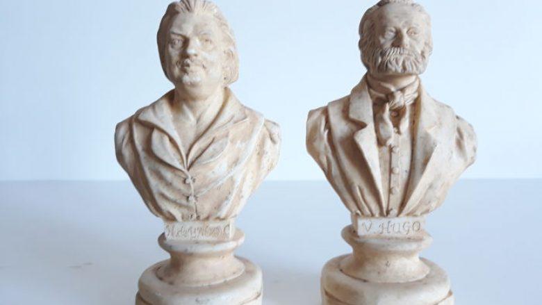 Bustet e Balzakut dhe Hygoit
