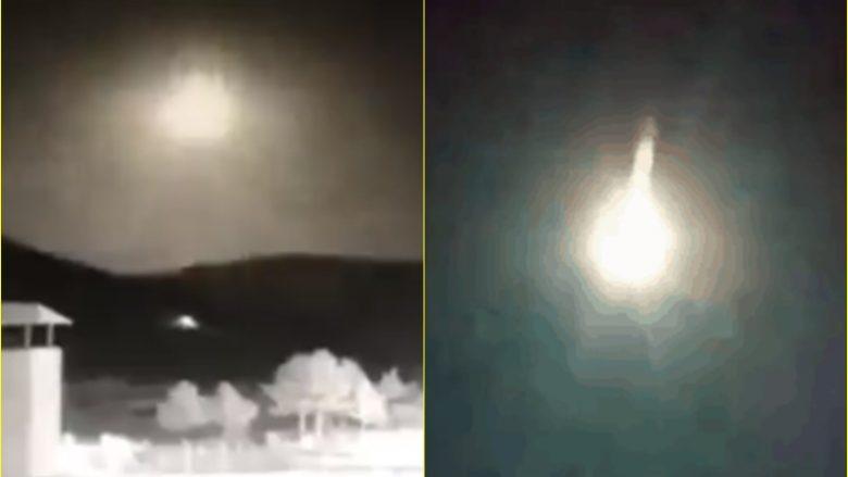 Një shpërthim ndodhi në qiellin e Turqisë, dëshmitarët kapin pamjet nga disa anë – thuhet se ishte një meteor