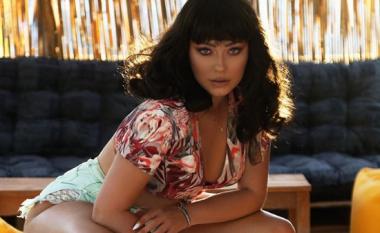 Me balluke e me stil të veçantë, Ronela Hajati sjell pamje nga klipi i ri