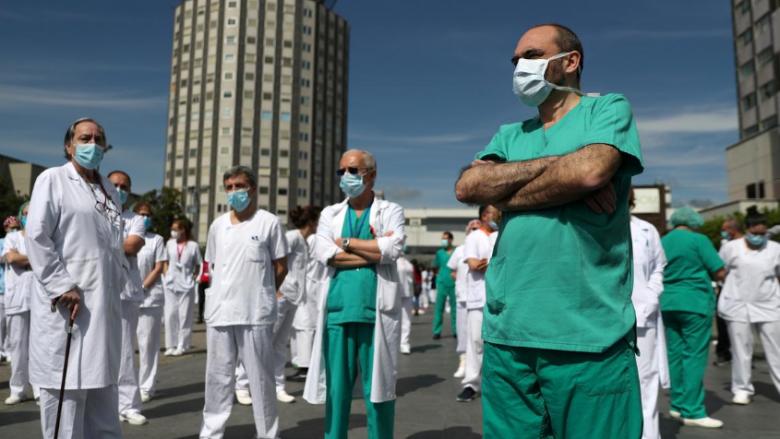 Çfarë mësuan mjekët dhe çfarë mësuam ne, në lidhje me luftimin e COVID-19?