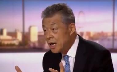 """Ambasadori kinez gjendet në """"siklet"""" në një emision Live – i publikohen disa pamje të myslimanëve ujgurë në Kinë"""