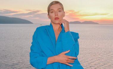 Arilena Ara shfaqet me stil të veçantë nga bregdeti