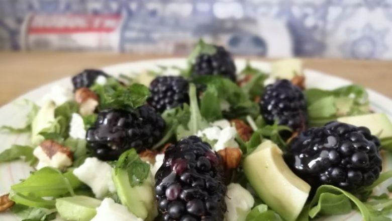 Racioni prej 75 kalorish: Sallata nga manaferrat, djathi i dhive dhe rukola