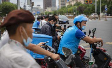 Edhe zyrtarisht, qytetarët e Pekinit nuk kanë nevojë më të mbajnë maskat në publik
