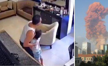 Babai i kapluar nga paniku bën gjithçka që ta mbrojë të birin nga shpërthimi në Bejrut, e fut nën tavolinë dhe e mbron me trup