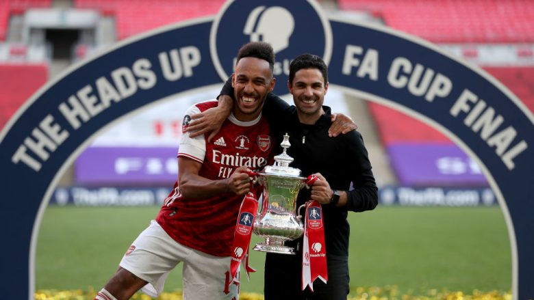 Pierre-Emerick Aubameyang dhe Mikel Arteta (Foto: Catherine Ivill/Getty Images/Guliver)