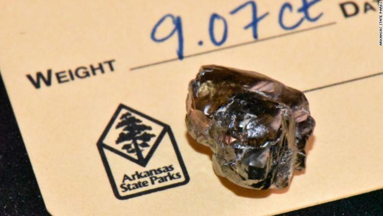 Burri nga SHBA-ja gjeti një diamant 9 karatësh, mund ta marrë me vete në shtëpi