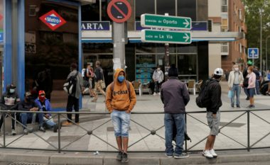 Rritja e rasteve me coronavirus, kufizime të reja hyjnë në fuqi në Madrid