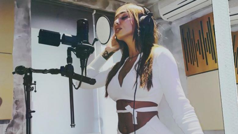 Ana Kabashi nis punën për projektin e ri muzikor (Foto: Instagram)