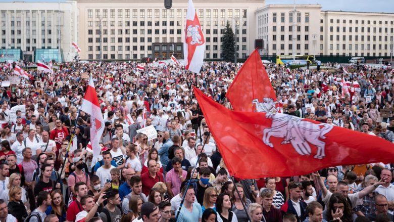 Arrestime masive në protestat në Bjellorusi - Telegrafi