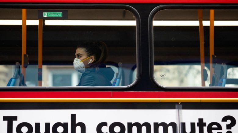 Një udhëtar në Londës   Foto: Dan Kitwood/Getty Images/Guliver