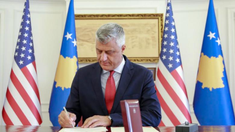 Thaçi nderon presidentin Trump me urdhrin më të lartë shtetëror dhe e fton ta vizitojë Kosovën