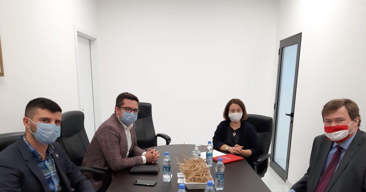 mustafa-dhe-ambasadori-austriak-rinkonfirmuan-bashkepunimin-dhe-mbeshtetjen-per-bujqesine-kosovare