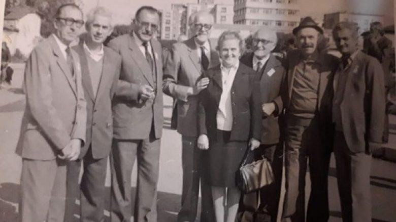 Nga e majta në të djathtë: Willi Kamsi, Kolec Çefa, Pjerin Deda, Zef Zorba, Gjon Shllaku me të shoqen Neta Shllaku, Ndrekë Luca dhe Luigj Martini.