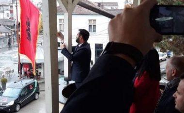 Mustafa: Ngritja e proceseve gjyqësore për shkak të përdorimit të simboleve kombëtare, të papranueshme