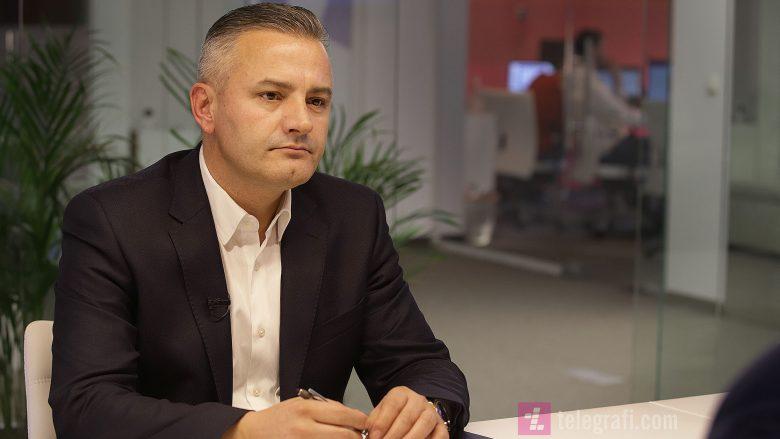 """Kryetari i Skenderajt, Bekim Jashari gjatë intervistës në """"Përballje"""" /Foto: Ridvan Slivova"""